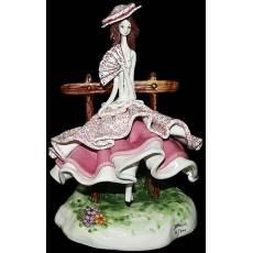 "Статуэтка ""Леди в бордовом сидящая на скамейке"" Zampiva 50133/Z"