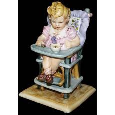 """Статуэтка """"Девушка сидящая на стуле"""" La Medea 010/MED"""